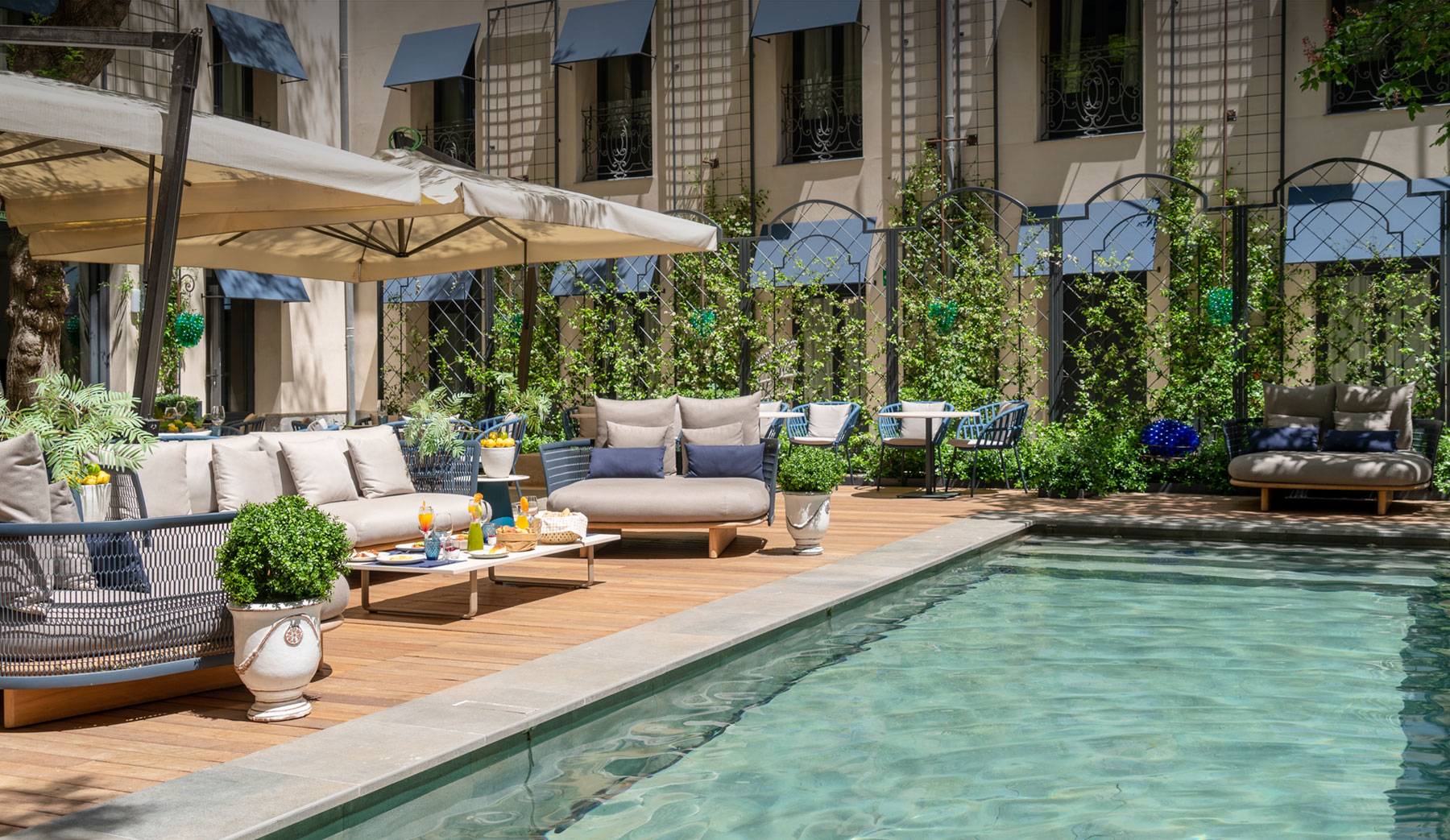hotel de lujo madrid con piscina